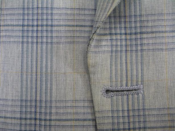 スーツ(ジャケット)の破れ修理(前身の端、ボタンの横)after