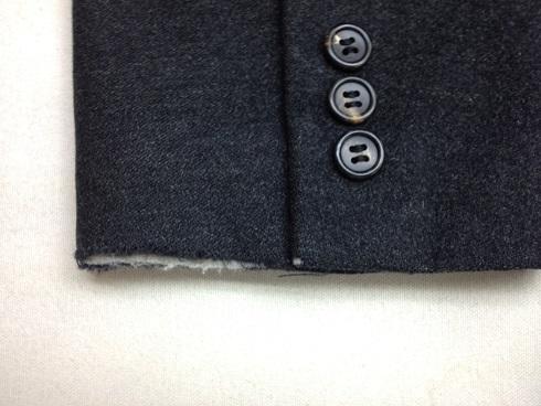 コートの袖口のスリキレ修理before