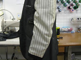 紳士スーツの袖裏の交換修理after