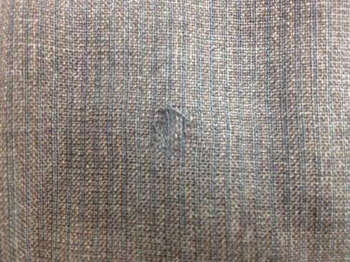 スーツのズボンのヤブレ修理(かけはぎ)before