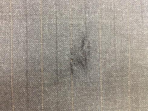 スーツの破れをかけはぎで修復before