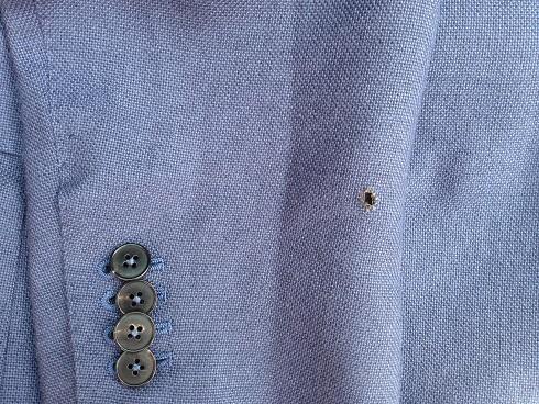 スーツのタバコの焦げ穴の修復(かけはぎ)before