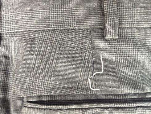 スーツズボンのヤブレ かけはぎ修理after