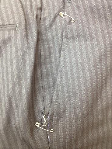 スーツのズボン脇(前)ポケットの擦り切れ修理before