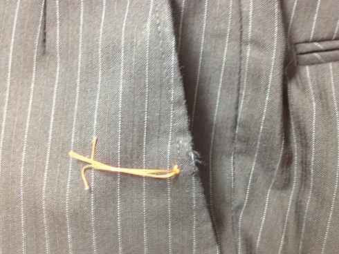 スラックスの脇ポケットの擦り切れ修理です。before