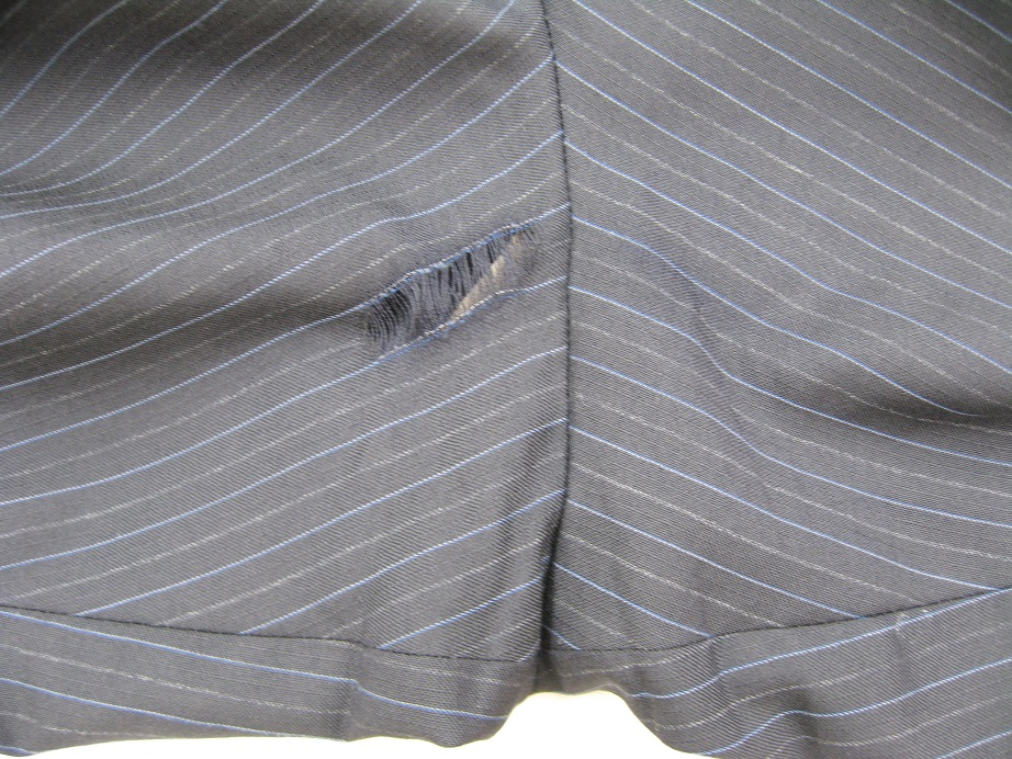 ズボンの股補修before