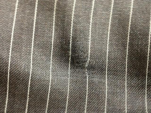 ストライプのズボンの穴の修繕before
