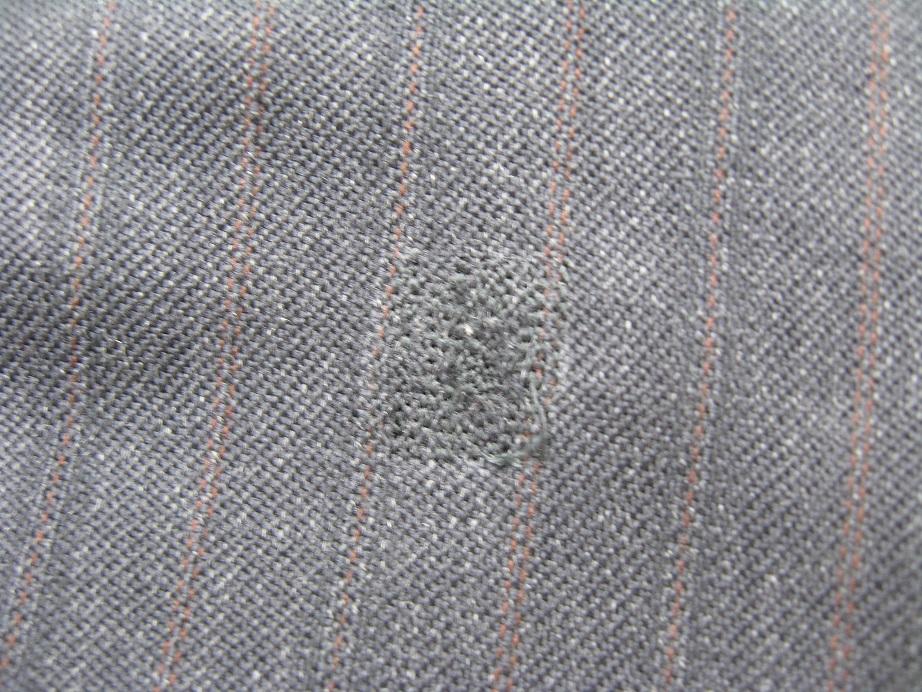 スーツの穴をミシン刺しで補修after