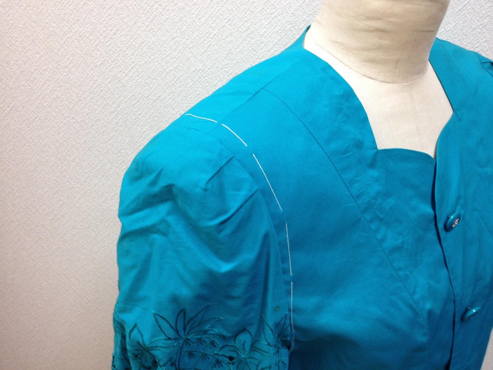 レディースジャケットの袖のギャザーを外すbefore