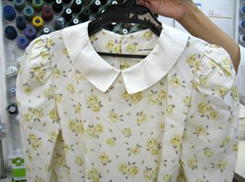 ワンピースの肩ギャザーと衿のリフォームbefore