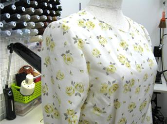 ワンピースの肩ギャザーと衿のリフォームafter